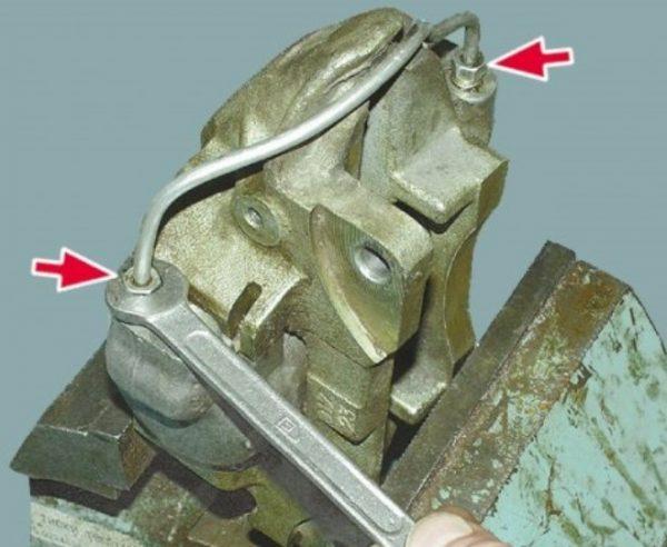 Снятие гидравлической трубки