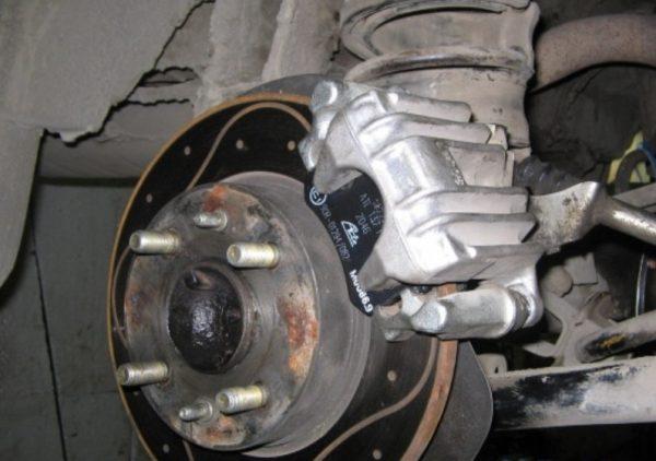 Передние тормоза ВАЗ 2106