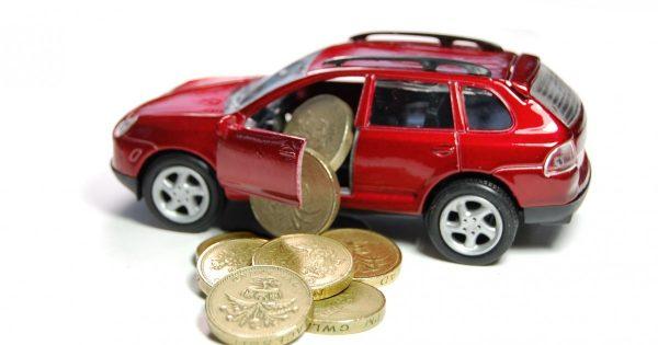 Игрушечный автомобиль с монетами