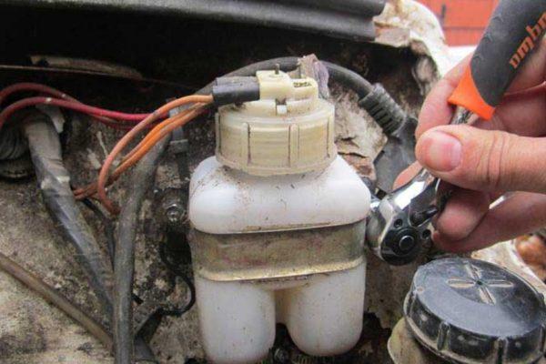 Тормозной бачок ВАЗ 2106