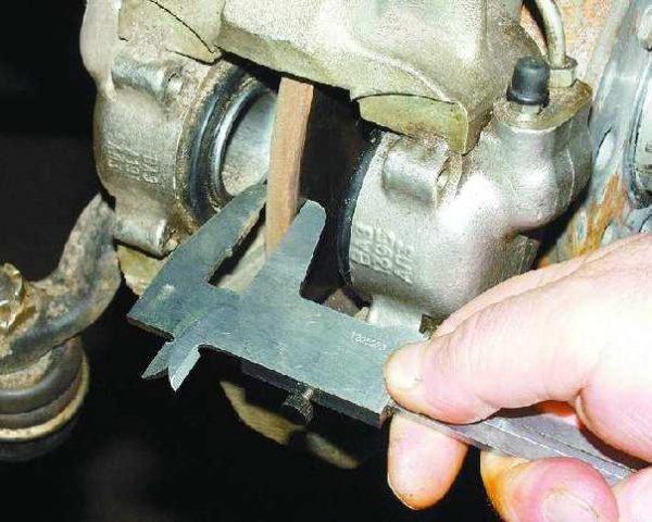 Проверка толщины тормозного диска