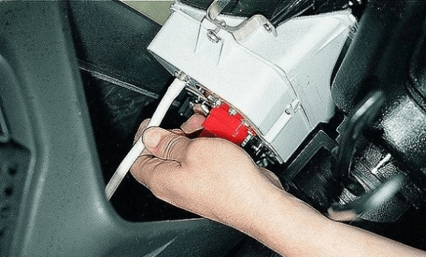 Отсоединение шланга подвода разрежения воздуха
