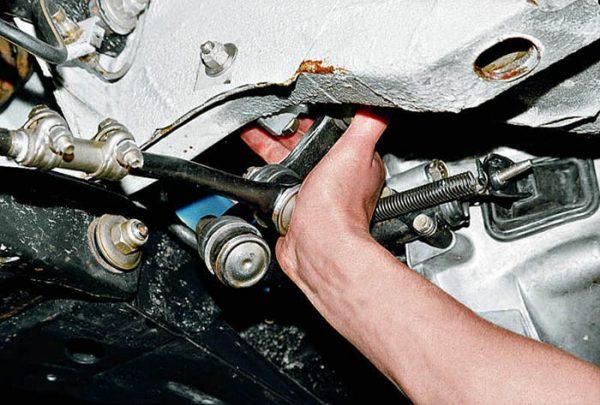 Проверка рулевой тяги ВАЗ 2107