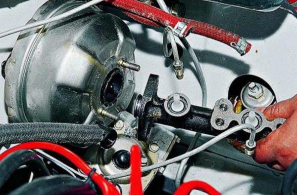 Снятие тормозного цилиндра