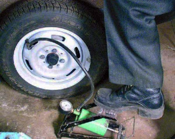 Как накачать давление в шинах ВАЗ 2106