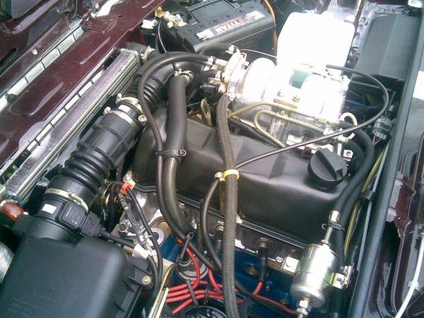 Переделанная подкапотная система двигателя