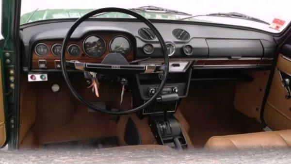 Рулевое колесо и приборная панель ВАЗ 2103