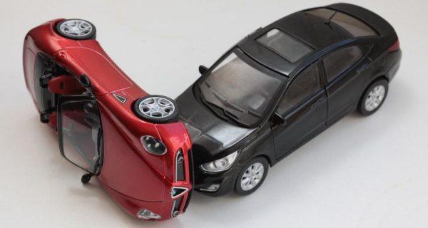 ДТП из игрушечных машинок