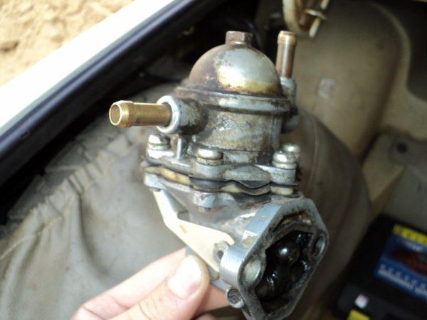 Демонтированный с машины насос