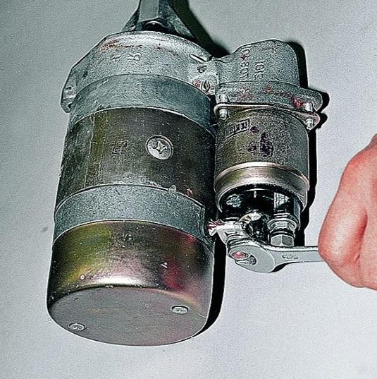 Крепление провода питания электродвигателя