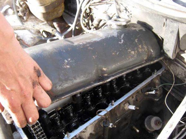 Демонтаж крышки клапанов на ВАЗ 2101–2107