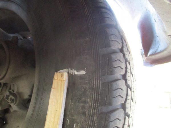 Сделанные мелом отметки на шинах