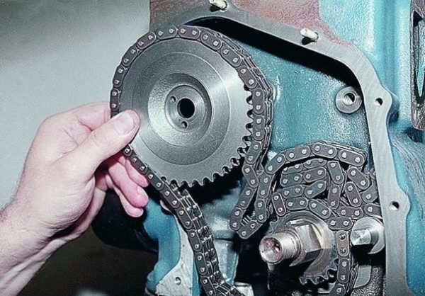 Демонтаж промежуточной шестерни ГРМ на ВАЗ 2106