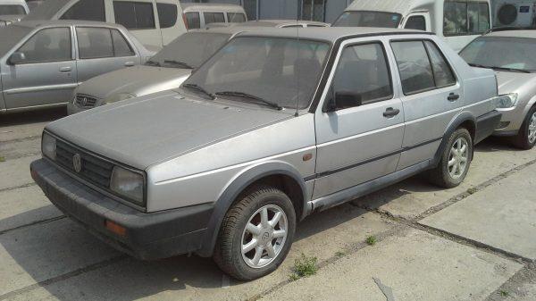 Volkswagen Jetta серого цвета