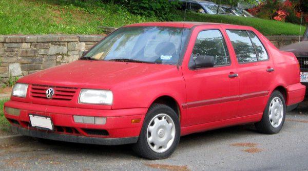 Красная модель Volkswagen Jetta