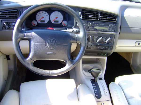 Интерьер салона Volkswagen Jetta третьего поколения