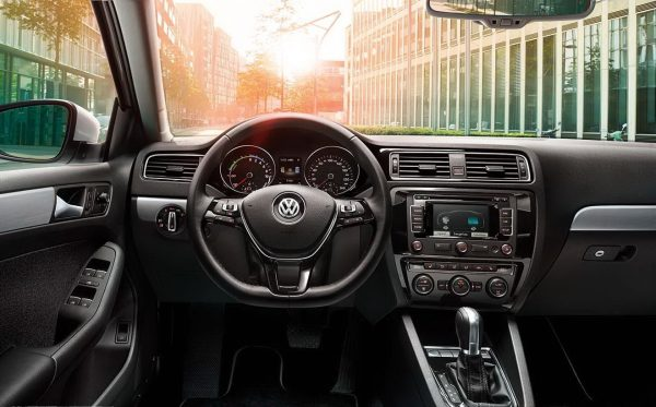 Интерьер салона Volkswagen Jetta 2017