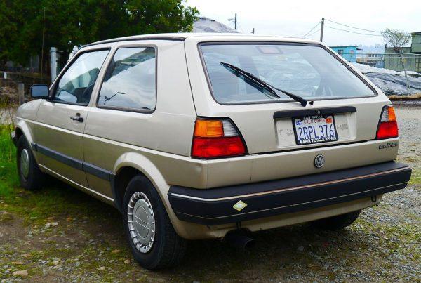 Volkswagen Golf вид сзади