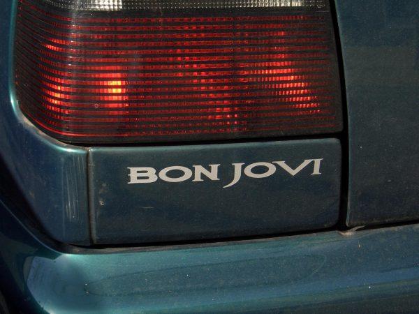 Golf 1991 года стилизованный под Bon Jovi