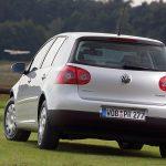 Вид сзади на VW Golf VI