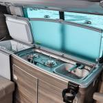 Холодильник, газовая плита и раковина с краном
