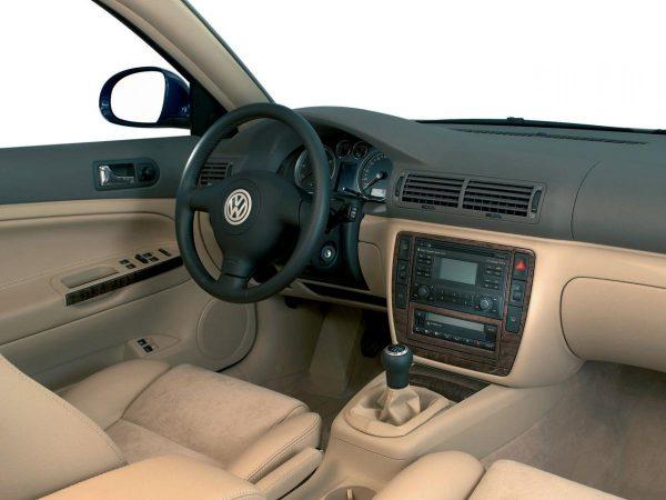 Салон VW Passat пятого поколения