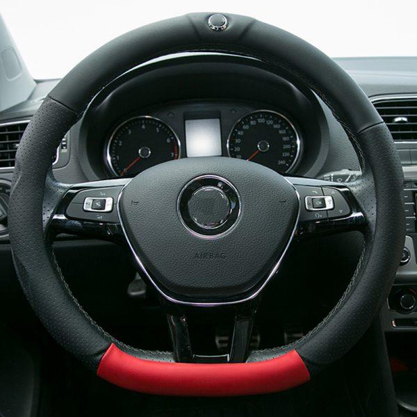 Руль автомобиля со множеством кнопок