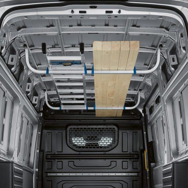 Перевозка грузов под крышей фургона