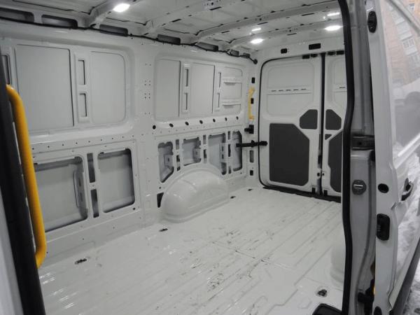 Грузовой фургон VW Crafter изнутри