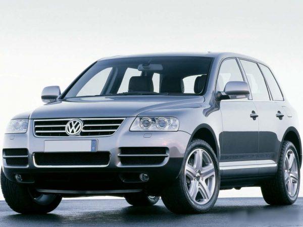 Volkswagen Touareg образца 2002 года