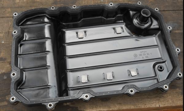 Внутренняя сторона поддона АКПП VW Touareg