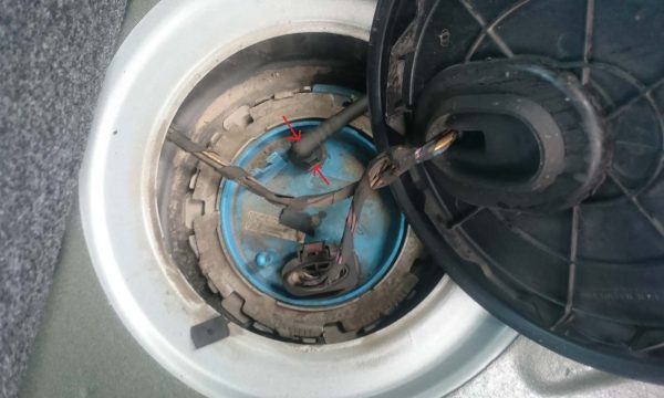 Крышка колбы топливного фильтра под снятой резиновой прокладкой