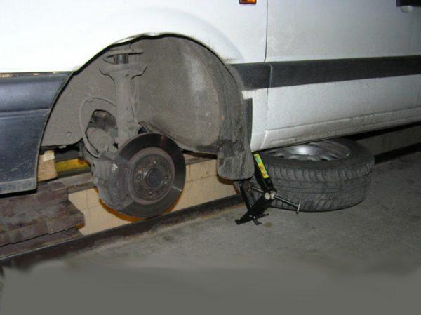 Демонтаж колеса