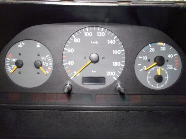 Приборная панель автомобиля LT 35