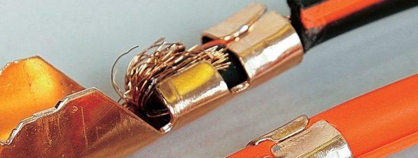 Соединение провода и клеммы