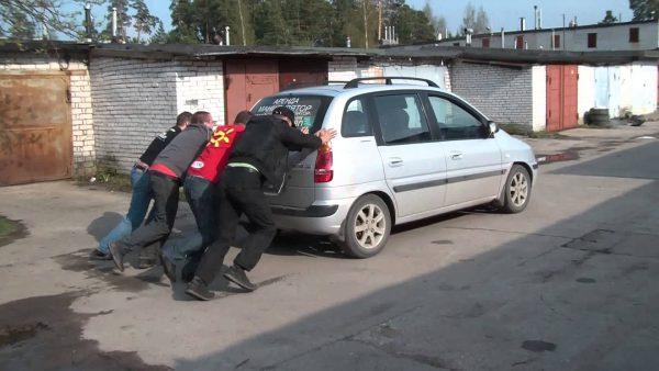 Толкание автомобиля