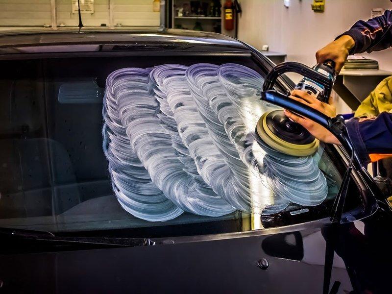 Как избавиться от царапин на лобовом стекле