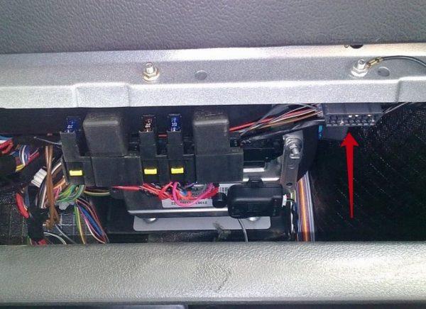 Дополнительный блок предохранителей и реле ВАЗ 2107 инжектор