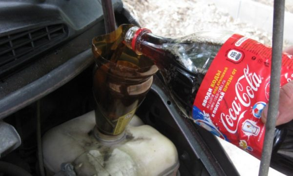 Прочистить радиатор автомобиля не снимая