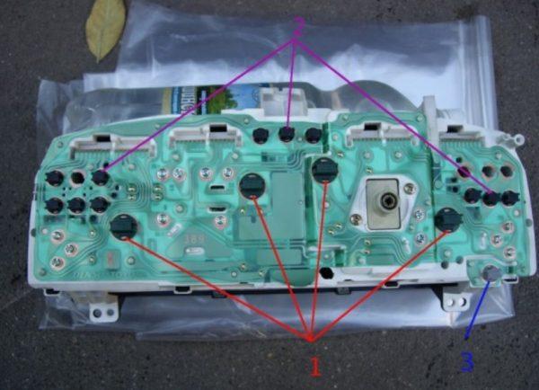 Задняя панель приборного блока «десятки»