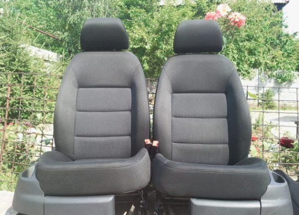 Передние сиденья с автомобиля Skoda Octavia